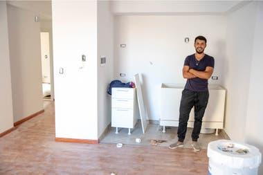 Fer in his brand new apartment in Parque Patricios