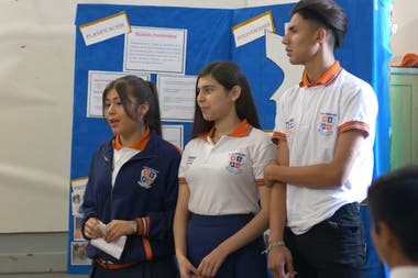 Monica (left) in full presentation with her classmates