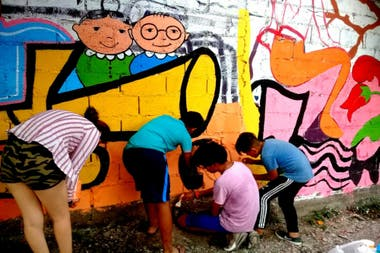 Mural intervened by the community of Alto Comedero, one of the projects organized by Create Vale la Pena