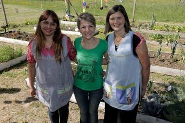 The garden director, Graciela Lumbia, the executive director of the Huerta Niño Foundation and the teacher, Lidia Diaz.