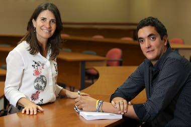 Tomás Yánez with María Laura Ochoa, one of his teachers at the USI