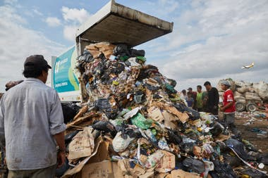 It is estimated that each person generates 1 kilo of garbage per day; the recuperators collect, per day, about 100 kilos: that is, the equivalent to that generated by 100 people.