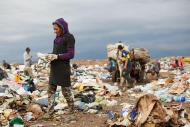 In the garbage dump of El Borbollón, Mendoza, some 260 people work.