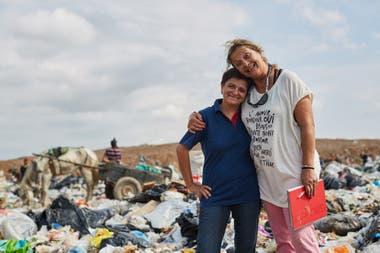 Carolina Pallero with Viviana Nasiff, technical coordinator of El Algarrobo.