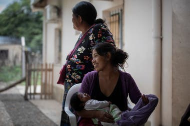 Two moms at the La Puntana health center expect to be treated by the Pata Pila team