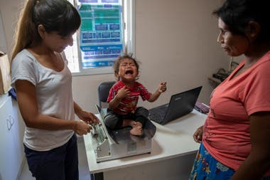 Luisa Sandoval, mother of one-year-old Benedicta Gomez. The girl is one year old and weighs seven kilos and 400 grams.