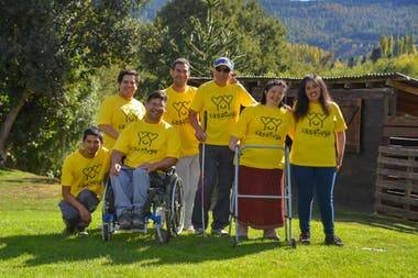 In San Martín de los Andes, everyone collaborates in the Casa Tuya family living project.