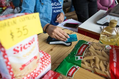 The Argentina Plan Against Hunger contemplates the delivery of more than 1,000,000 food cards, with amounts of $ 4000 or $ 6000 to buy food.