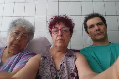 Marina Posadas (center), her brother and mother