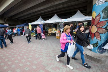 Cintia attends the monthly fair that is organized at the José León Suárez train station.