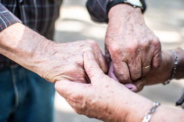There are many older people who do not have a family member who can assist them, and the help of volunteers becomes essential.