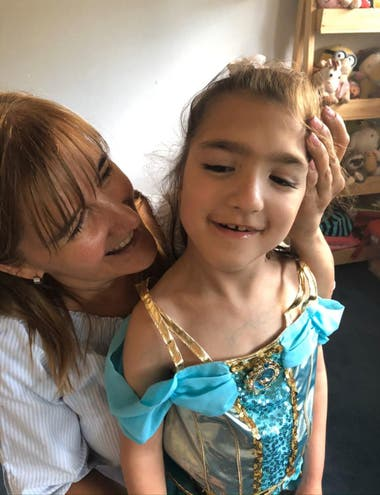 Daniela with her daughter Sofía.