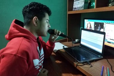 Jeremías Guevara, 17, during the recording of one of the micro radials
