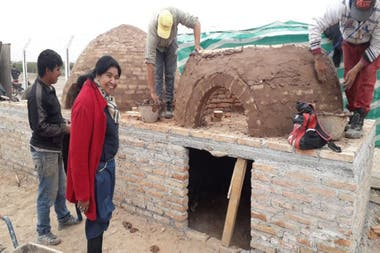 Barrientos, supervising the construction of clay ovens