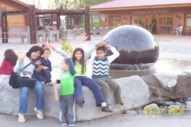 Andrea with her children in Mundo Marino, in 2006