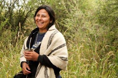 La politóloga Veronica Azpiroz Clenan recién pudo abrazar su identidad mapuche a los 26 años