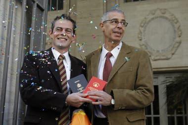 César Cigliutti junto a su expareja, Marcelo Suntheim, durante su unión civil en 2003