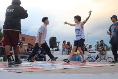 Since the beginning of the program, between 800 and 1000 boys and girls participated in the hip-hop, muralism or sports workshops of Trato con Arte
