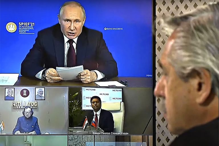 President Alberto Fernández in teleconference with Russian President Vladimir Putin and other leaders