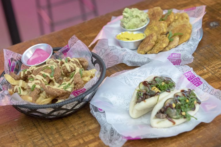 Baos and other vegan dishes in the fast food plant based Side V