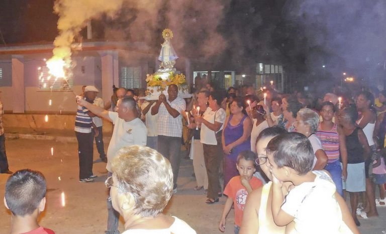 The community of Father Peteira's mission in Cuba carries the image of the Virgen de la Caridad del Cobre in a procession