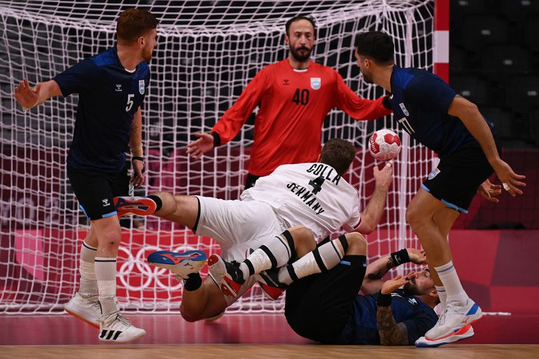 Germany pivot Johannes Golla (C) shoots Argentine goalkeeper Leonel Maciel (back) during the Men's Preliminary Round Group A handball match between Argentina and Germany of the Tokyo 2020 Olympic Games at Yoyogi National Stadium in Tokyo on July 26, 2021.