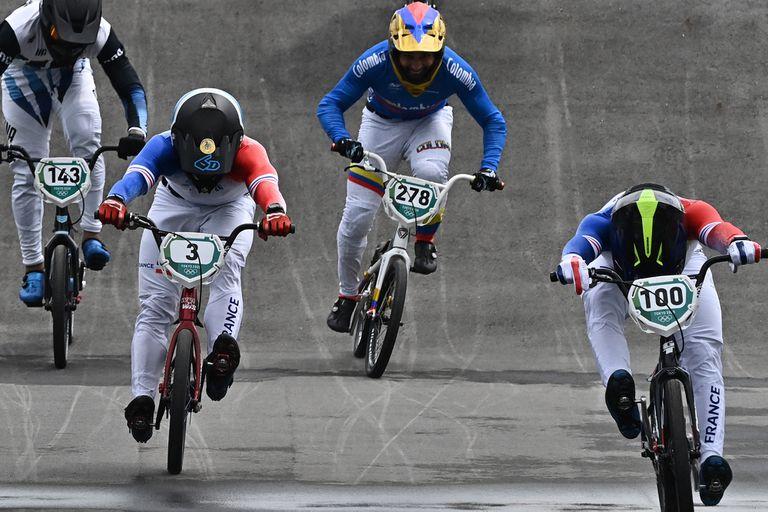 Las semifinales del BMX; Toores (143), el primero desde la izquierda