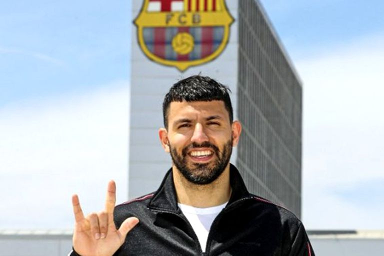 Financially drowned, Barcelona went out to look for players who ended their contract so as not to have to pay transfers, such as Kun Agüero, who left Manchester City