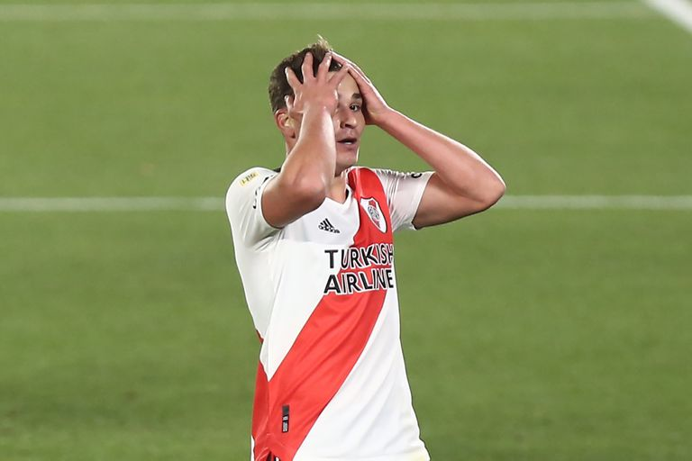 Julián Álvarez laments after ruining one of the many opportunities that River had against Aldosivi.
