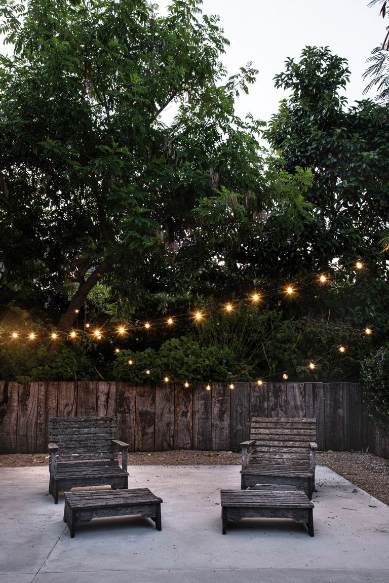 The garlands of lights, with two intensities (100% and 75%), are marketed 6 meters long per strip, which allows setting up scenes and situations quickly.  Number of lamps: 20. IP65, suitable for outdoor use.  (LitexLed).