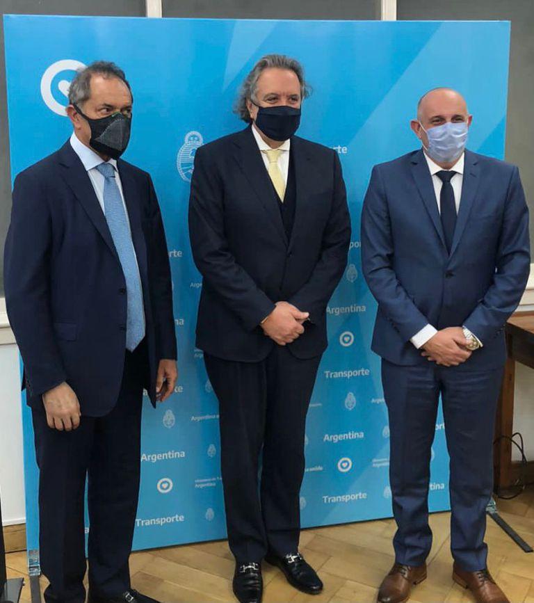 Minister Alexis Guerrera, together with Joao Acacio from the DTA company and Ambassador Daniel Scioli.